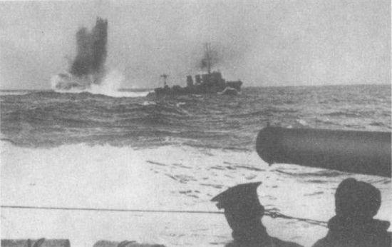 атака подводной лодки на авианосец