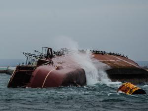 В бухте Донузлав поднято одно из затопленных судов