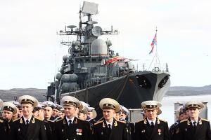 Командующий СФ адмирал Владимир Королёв поздравил моряков-надводников