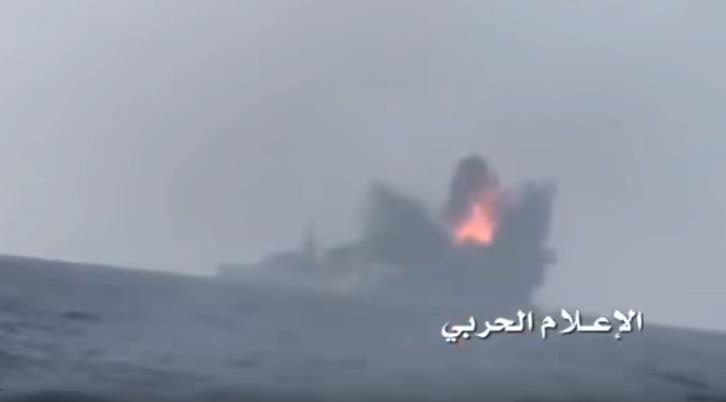 Горящий корабль ВМС ОАЭ