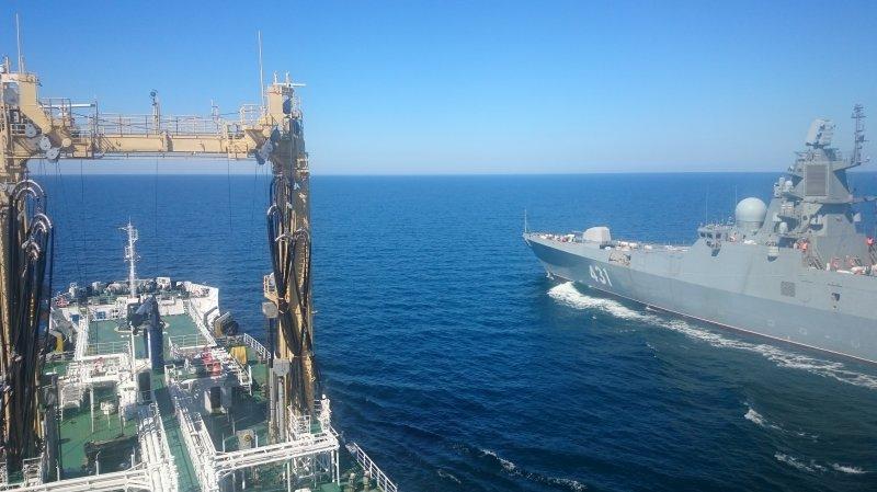 "Заправка в Балтике фрегата ""Адмирал Касатонов"" с танкера ""Академик Пашин"""