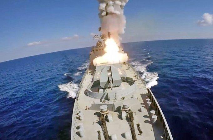 """Запуск ракеты """"Калибр"""" с борта фрегата проекта 11356"""