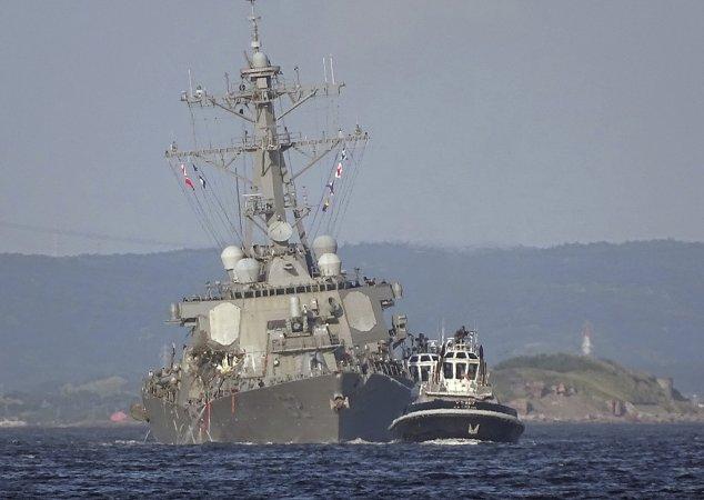 """Эсминец """"Фитцджеральд"""" после столкновения с контейнеровозом 17-06-2017"""
